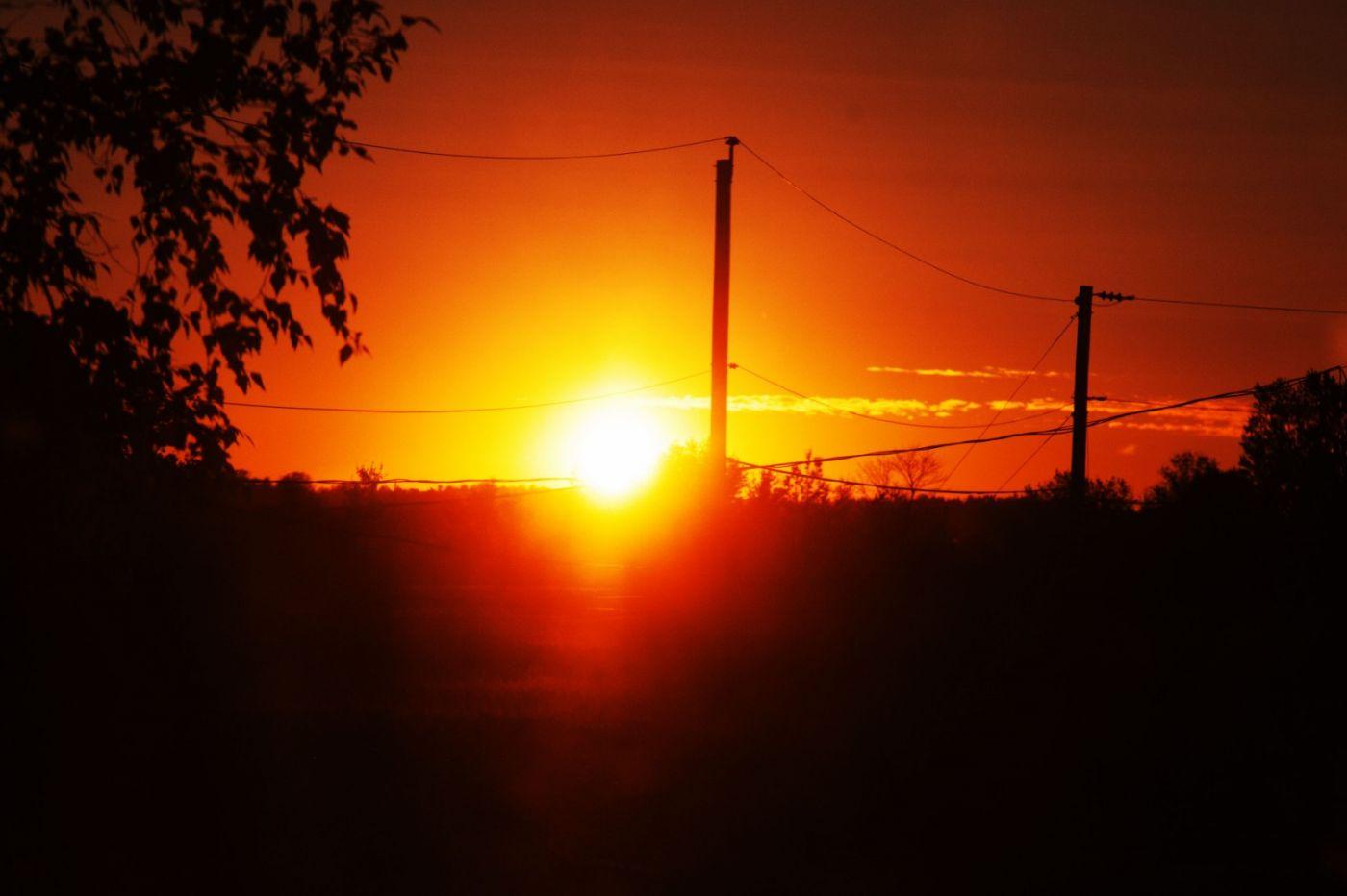 在赴加拿大蒙特利尔观看枫叶的观光火车上拍摄夕阳,别有情趣! ..._图1-11