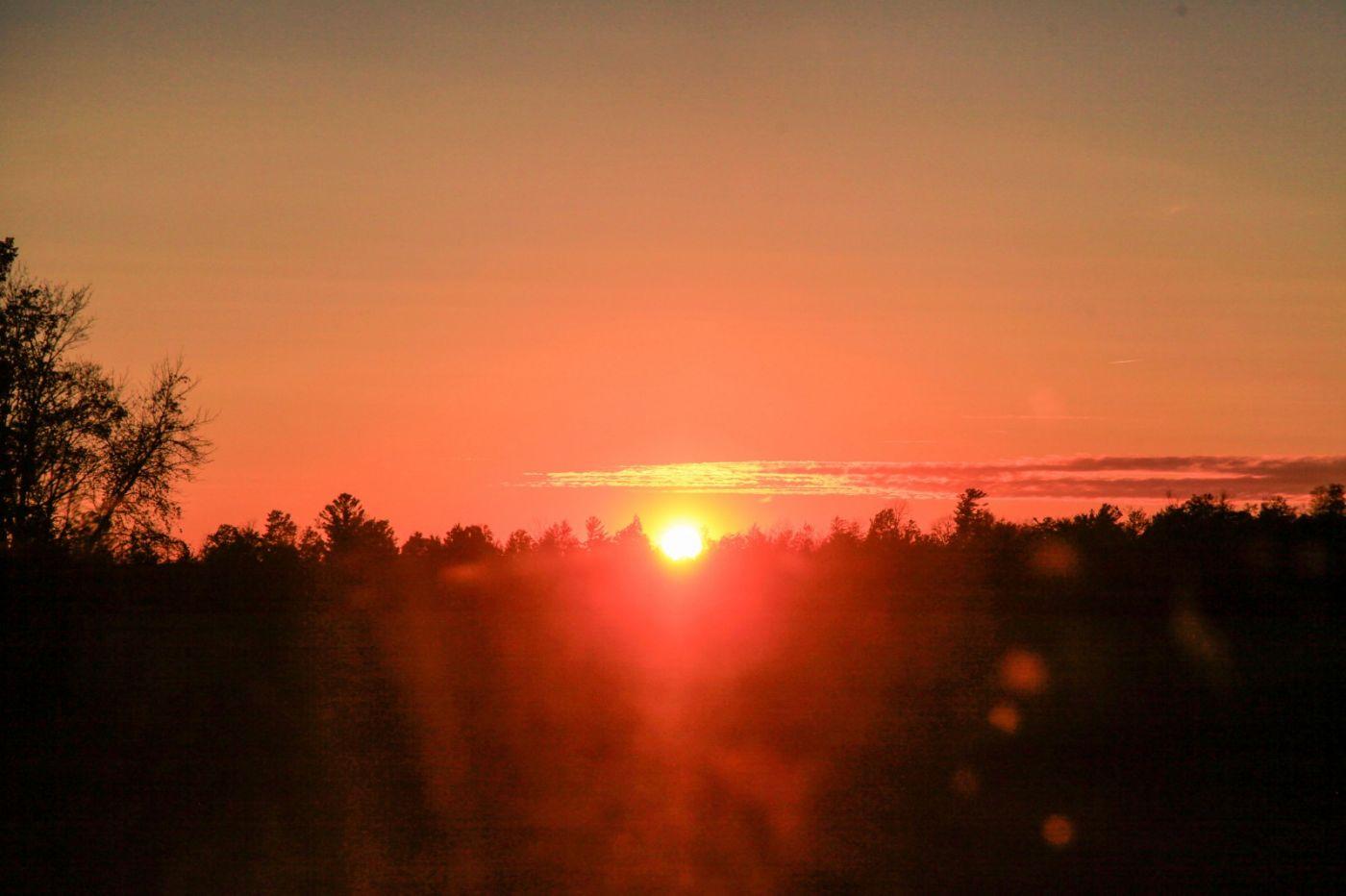 在赴加拿大蒙特利尔观看枫叶的观光火车上拍摄夕阳,别有情趣! ..._图1-14