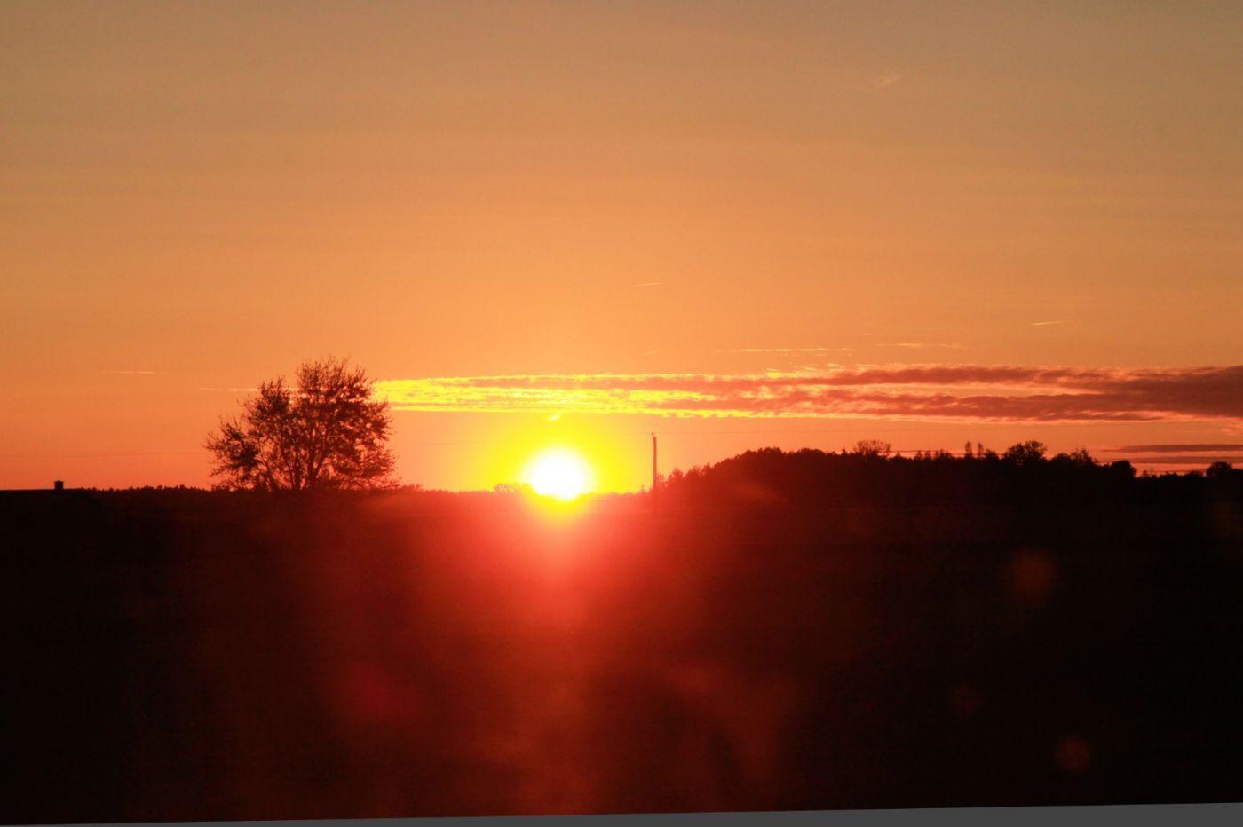 在赴加拿大蒙特利尔观看枫叶的观光火车上拍摄夕阳,别有情趣! ..._图1-16