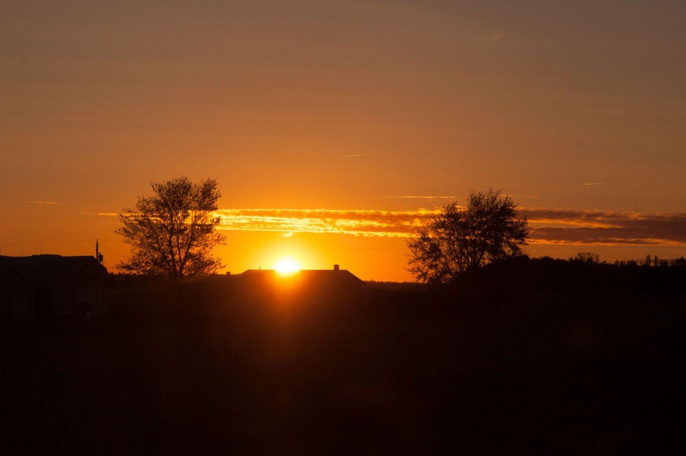 在赴加拿大蒙特利尔观看枫叶的观光火车上拍摄夕阳,别有情趣! ..._图1-15