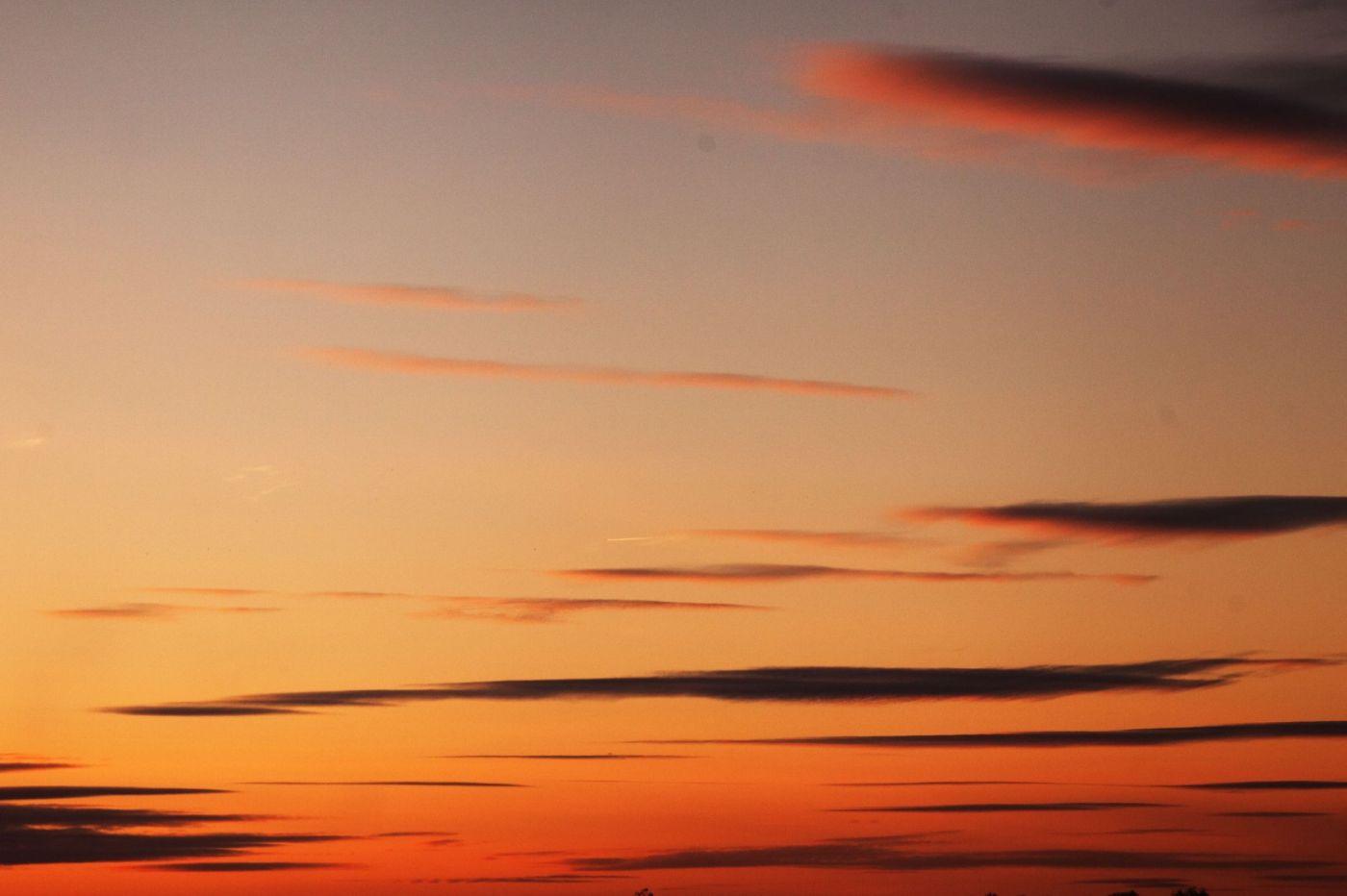 在赴加拿大蒙特利尔观看枫叶的观光火车上拍摄夕阳,别有情趣! ..._图1-17