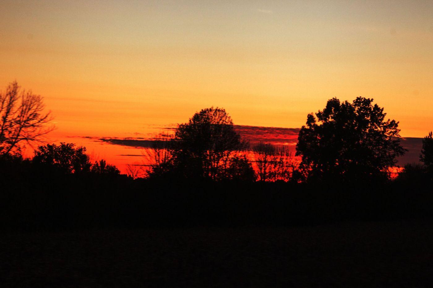 在赴加拿大蒙特利尔观看枫叶的观光火车上拍摄夕阳,别有情趣! ..._图1-18