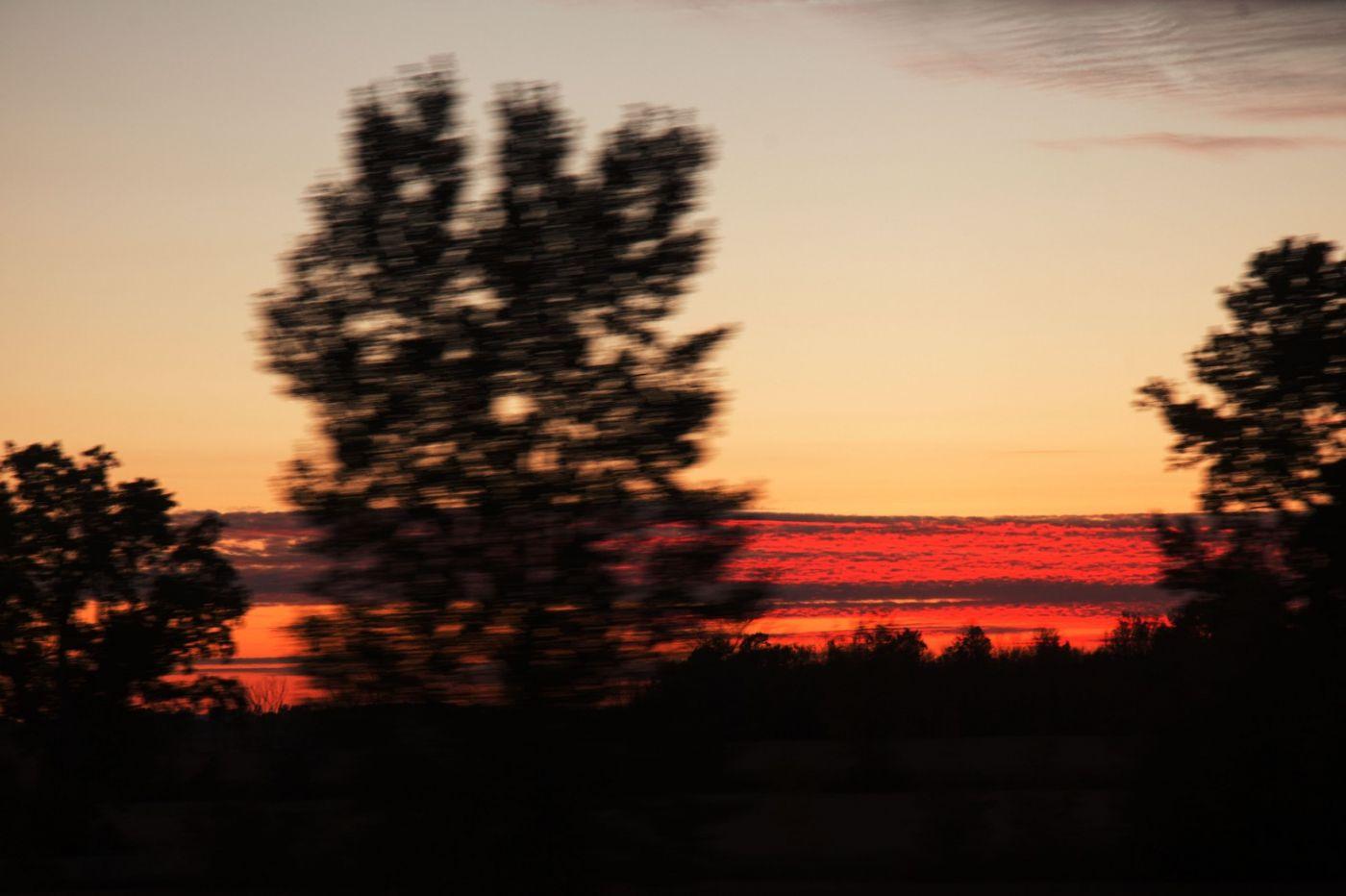 在赴加拿大蒙特利尔观看枫叶的观光火车上拍摄夕阳,别有情趣! ..._图1-20