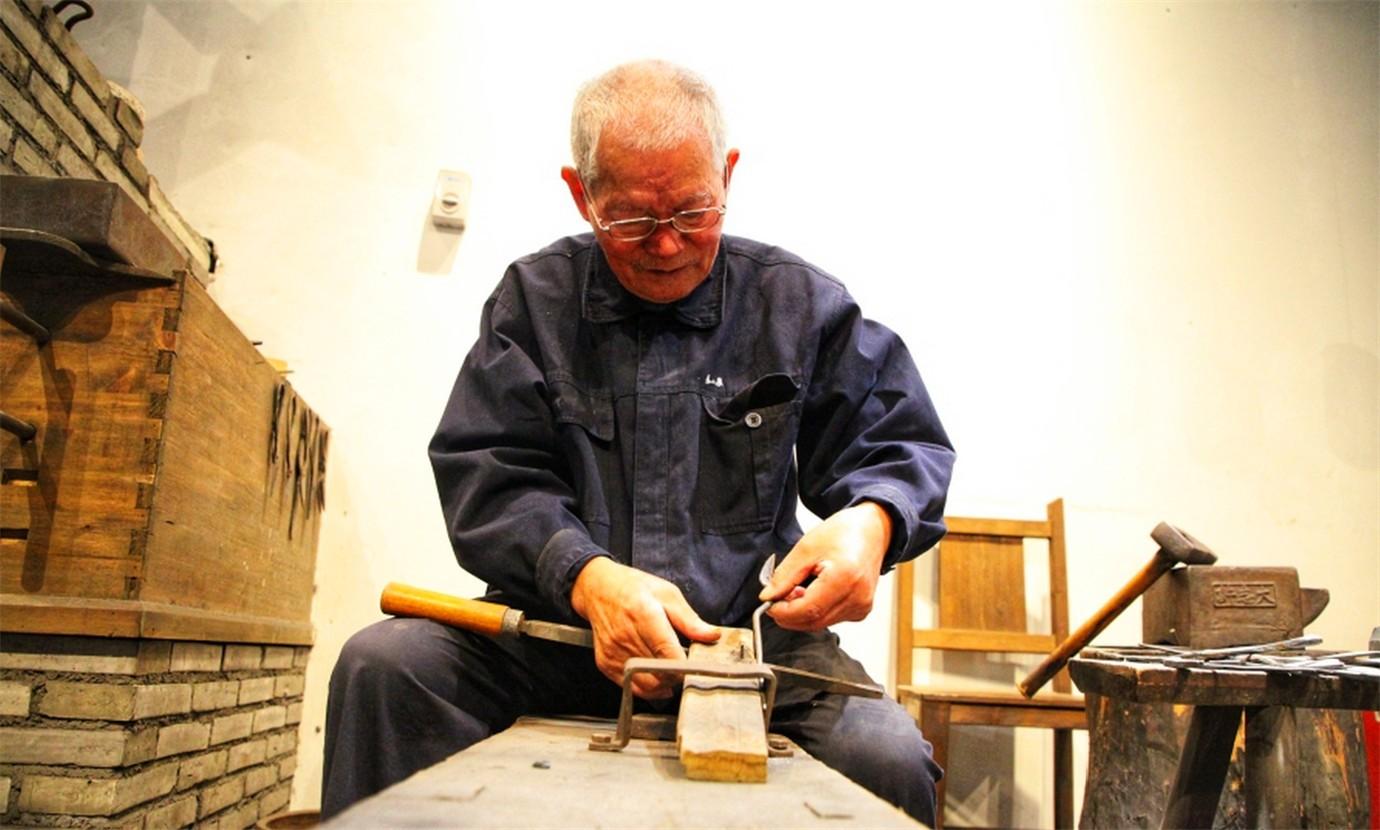 中国最出色的剪刀工匠_图1-2