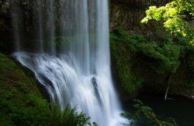秋在银瀑布公园