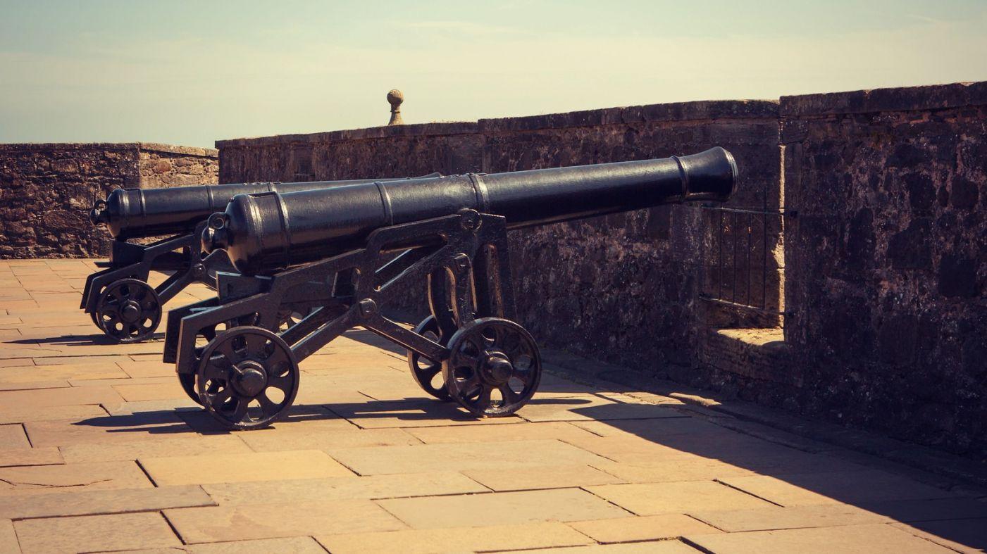 苏格兰斯特灵城堡,炮台林立防守坚固_图1-19