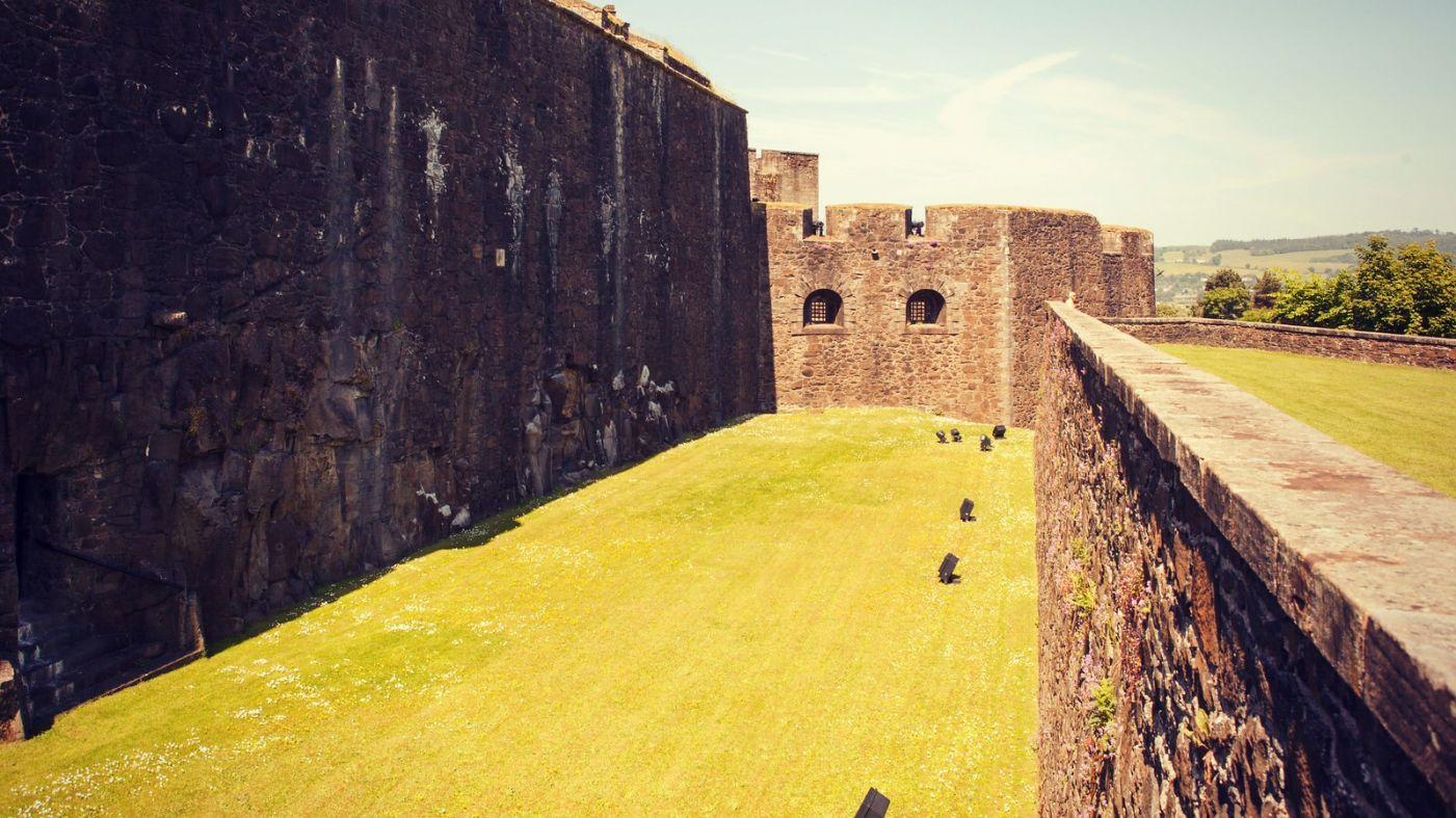 苏格兰斯特灵城堡,炮台林立防守坚固_图1-22