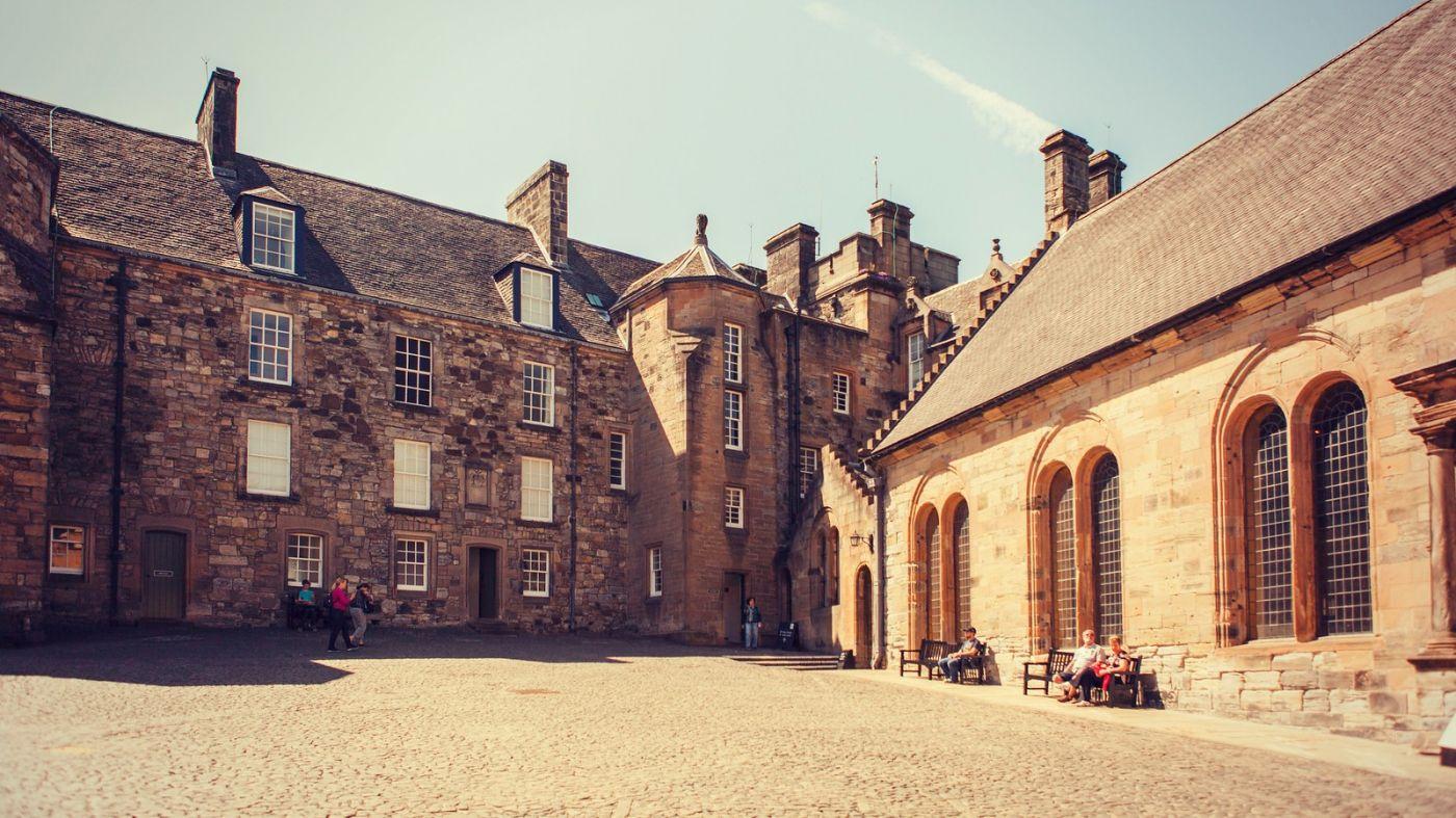 苏格兰斯特灵城堡,炮台林立防守坚固_图1-2