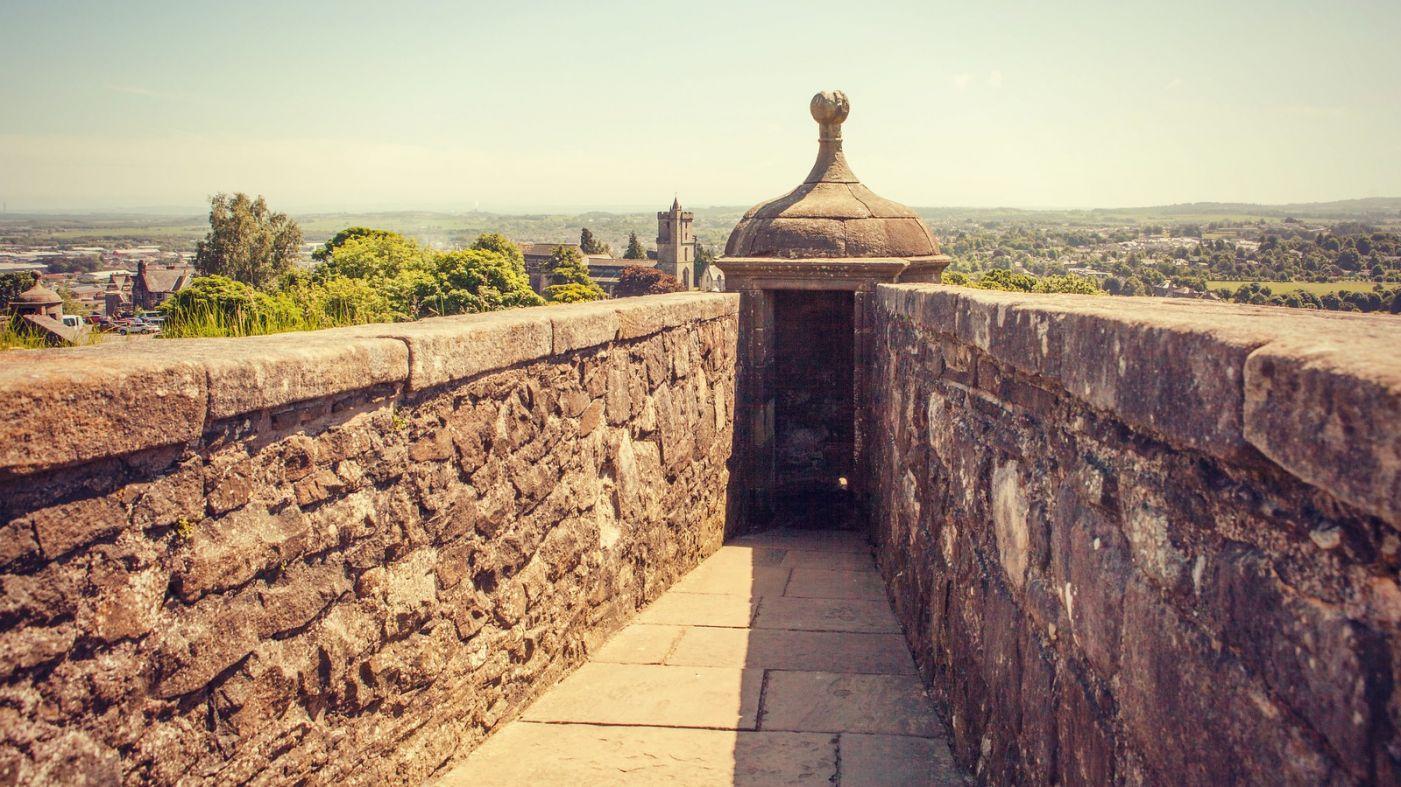 苏格兰斯特灵城堡,炮台林立防守坚固_图1-3