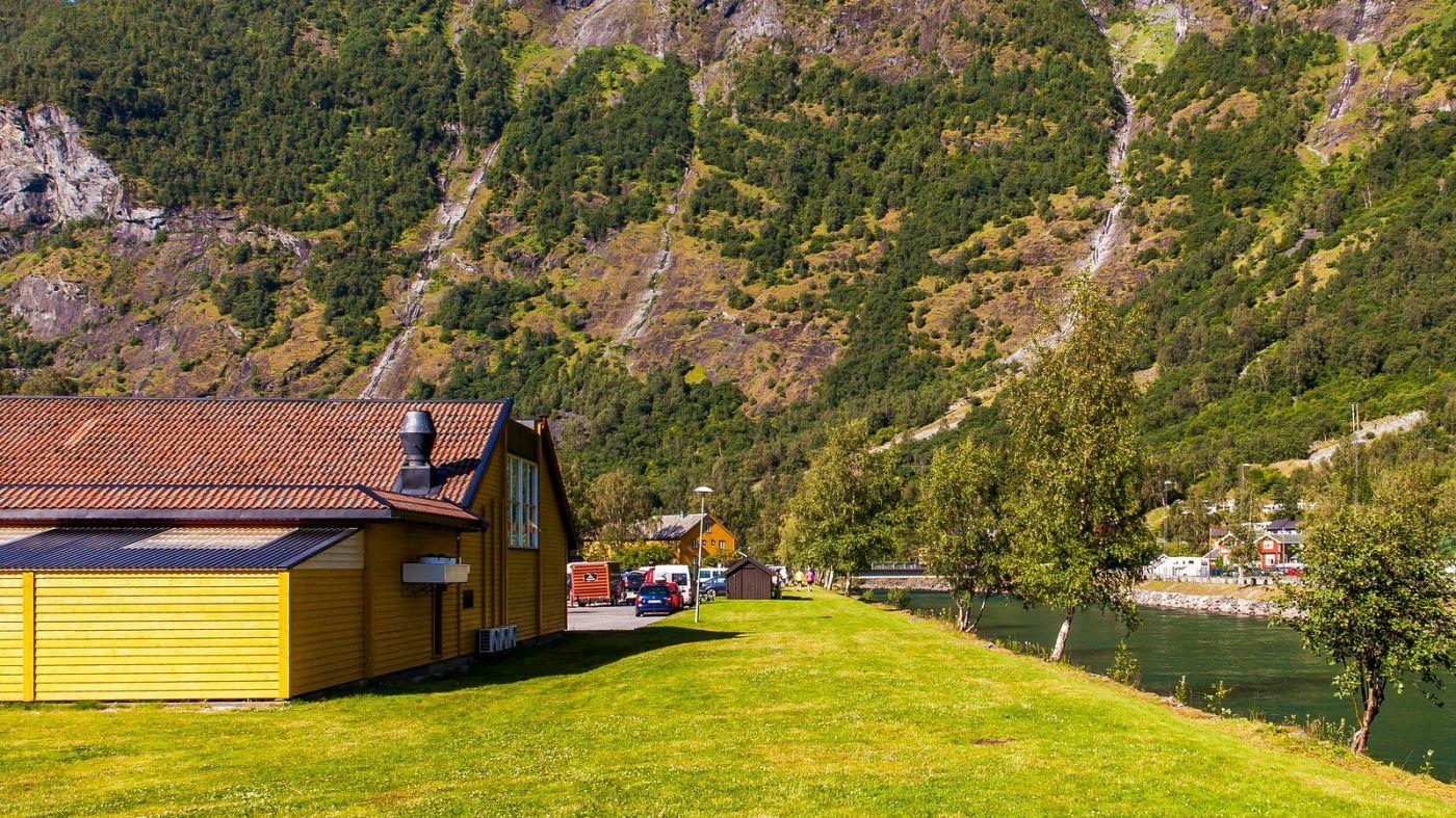 挪威弗拉姆铁路(Flam Railway),被山环绕的小站_图1-13