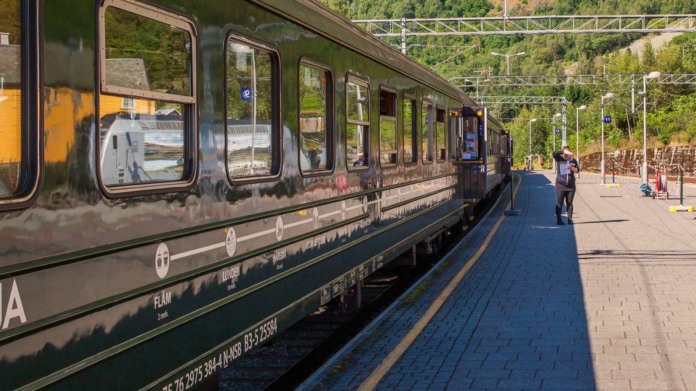 挪威弗拉姆铁路(Flam Railway),被山环绕的小站_图1-16