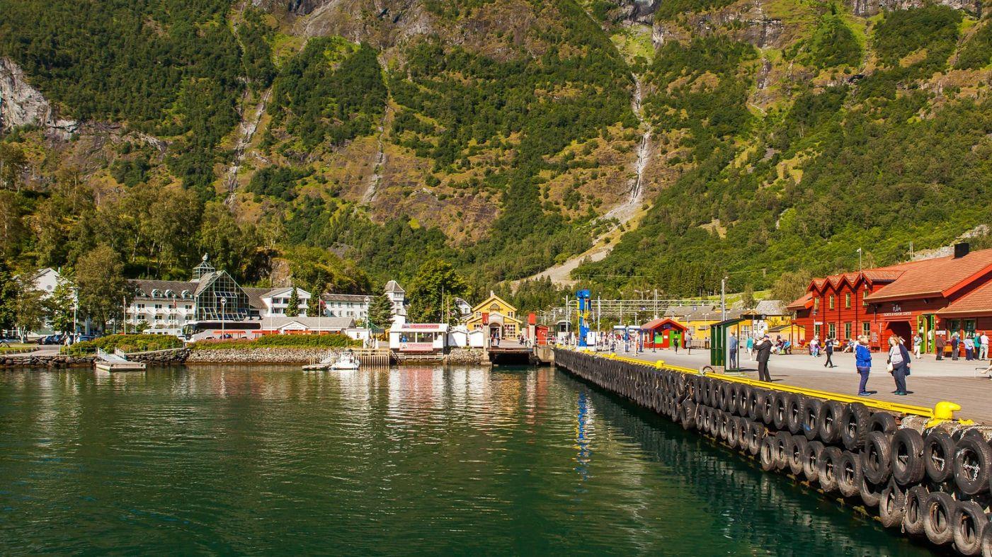 挪威弗拉姆铁路(Flam Railway),被山环绕的小站_图1-12