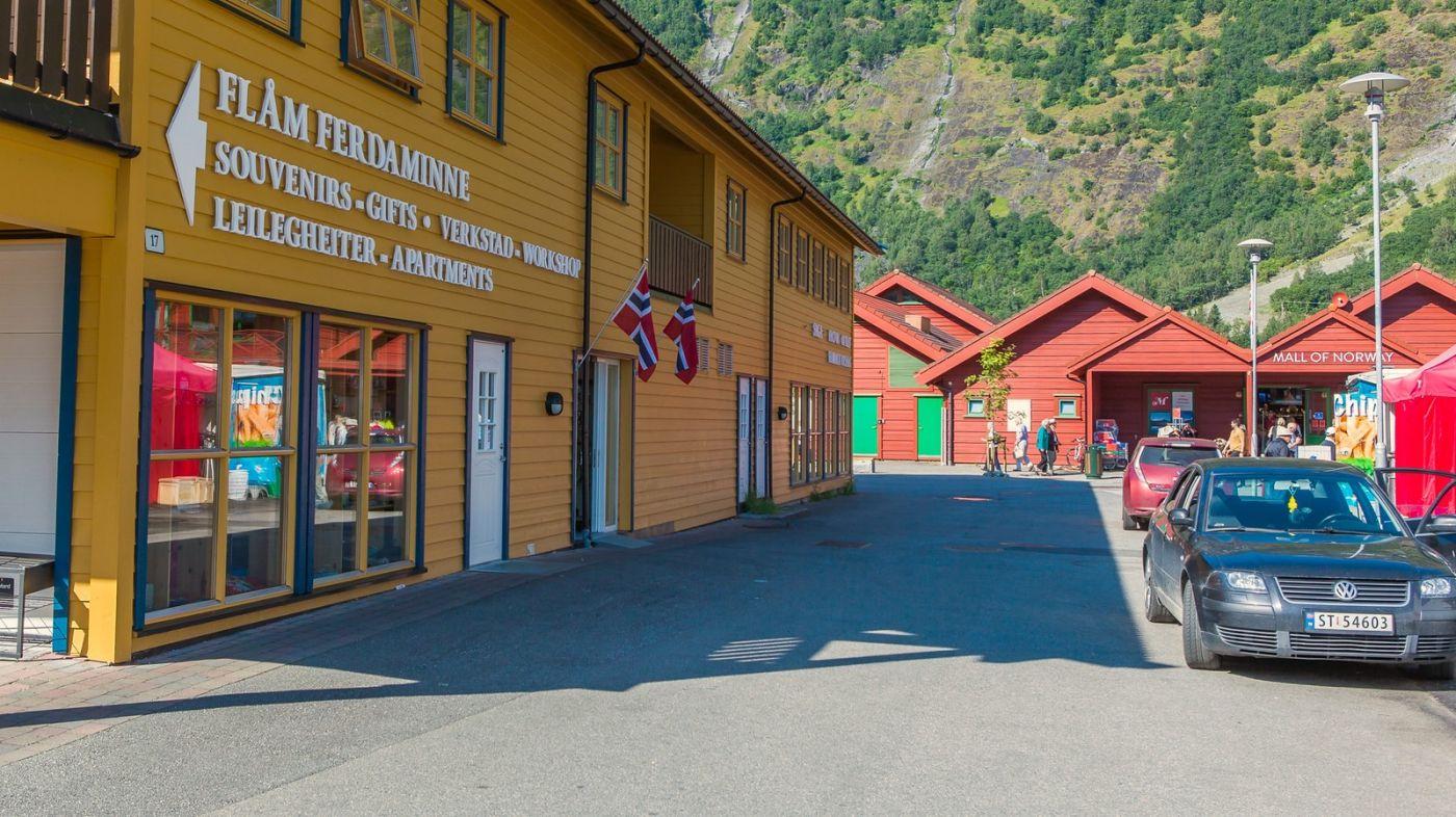 挪威弗拉姆铁路(Flam Railway),被山环绕的小站_图1-11