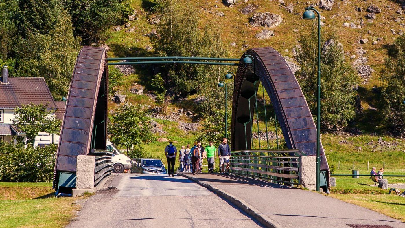 挪威弗拉姆铁路(Flam Railway),被山环绕的小站_图1-6