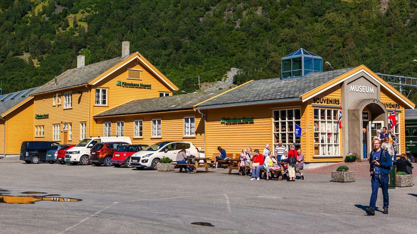 挪威弗拉姆铁路(Flam Railway),被山环绕的小站_图1-7