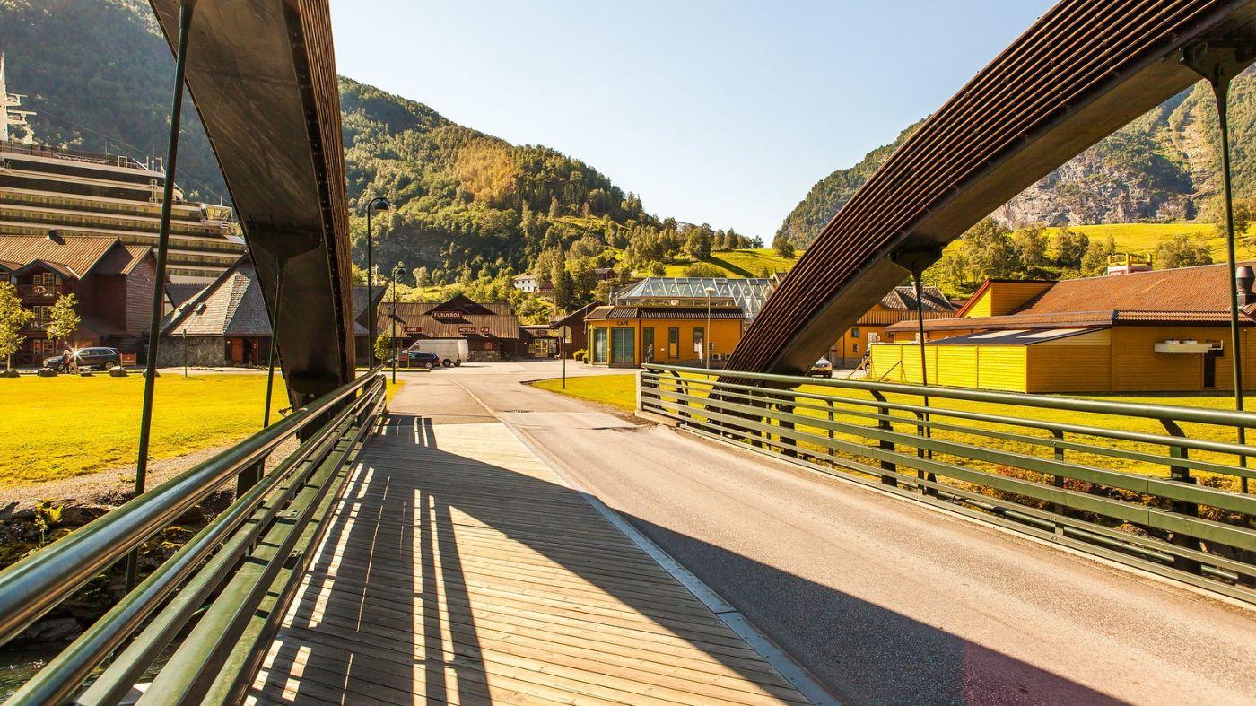 挪威弗拉姆铁路(Flam Railway),被山环绕的小站_图1-1