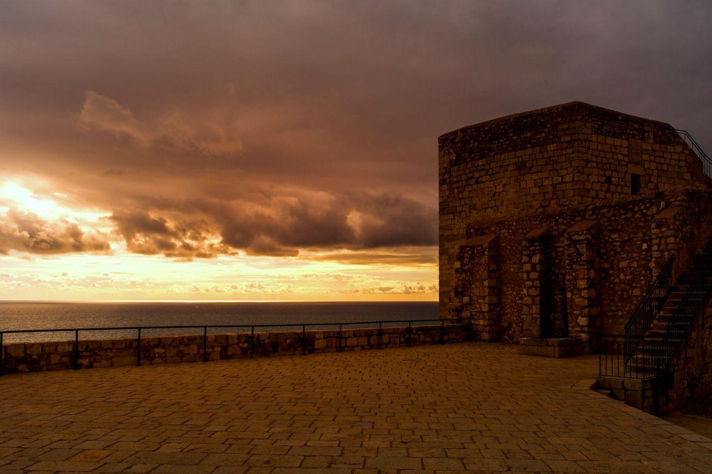 西班牙佩尼伊斯科拉(Peniscola),海边的景色令人神往_图1-6