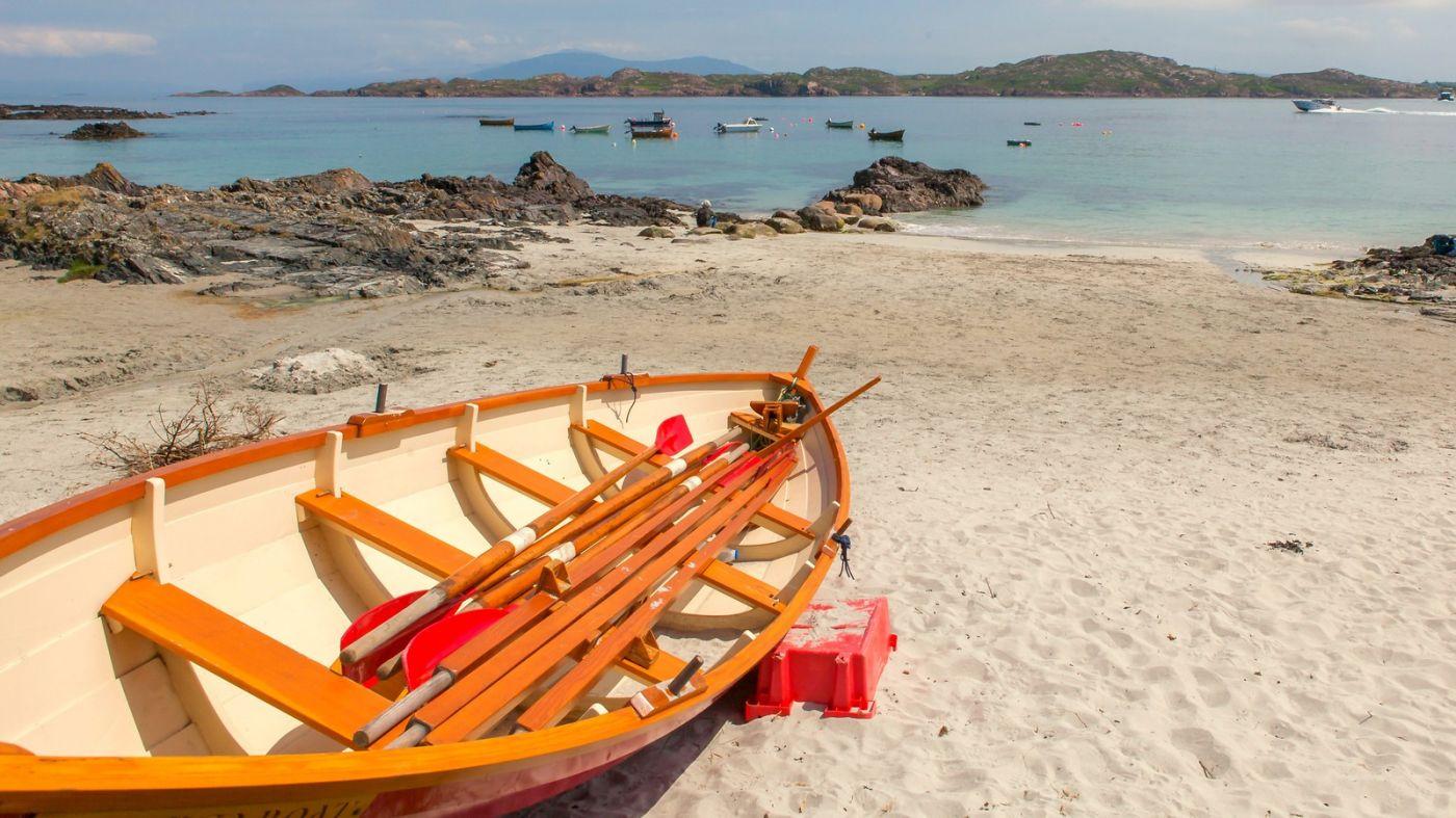 苏格兰见闻,海边的小红船_图1-1