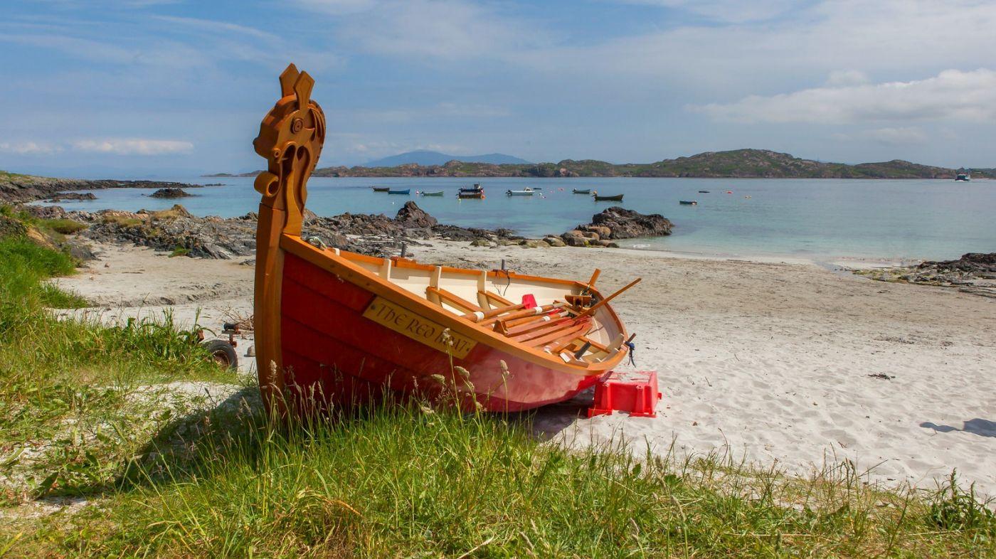 苏格兰见闻,海边的小红船_图1-3