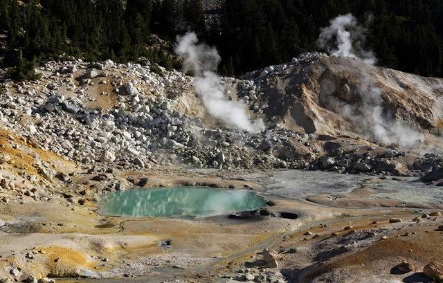拉森火山的Bumpass Hell_图1-9