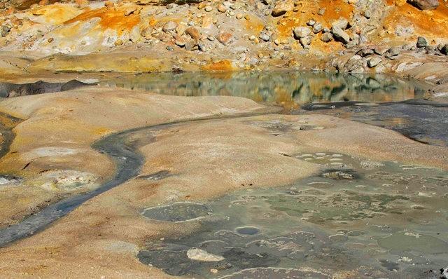 拉森火山的Bumpass Hell_图1-12