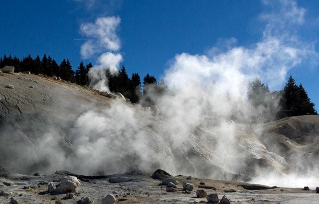 拉森火山的Bumpass Hell_图1-17