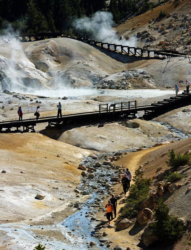 拉森火山的Bumpass Hell_图1-21