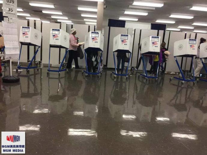 高娓娓:实拍美国中期选举投票日,美国人怎么投票_图1-3