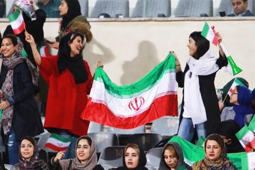 伊朗女人不易的看足球权利_图1-1