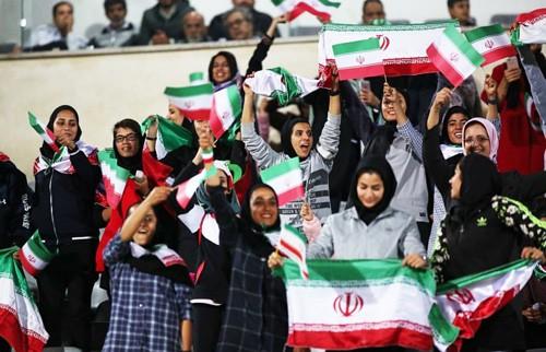 伊朗女人不易的看足球权利_图1-3