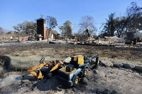 高娓娓:火灾前后对比!美国加州马布里豪宅区被烧,LadyGaga等明星豪宅成废墟 ..._图1-4