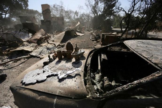高娓娓:火灾前后对比!美国加州马布里豪宅区被烧,LadyGaga等明星豪宅成废墟 ..._图1-5