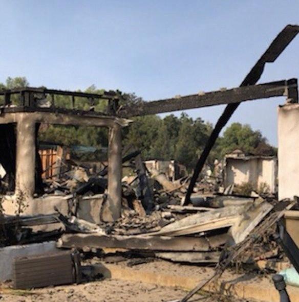 高娓娓:火灾前后对比!美国加州马布里豪宅区被烧,LadyGaga等明星豪宅成废墟 ..._图1-16