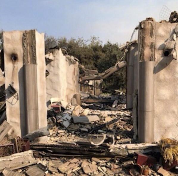 高娓娓:火灾前后对比!美国加州马布里豪宅区被烧,LadyGaga等明星豪宅成废墟 ..._图1-17