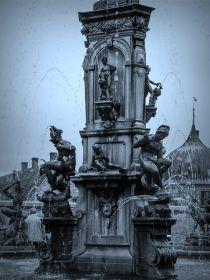 丹麦腓特烈堡城堡,饱经风霜的雕塑