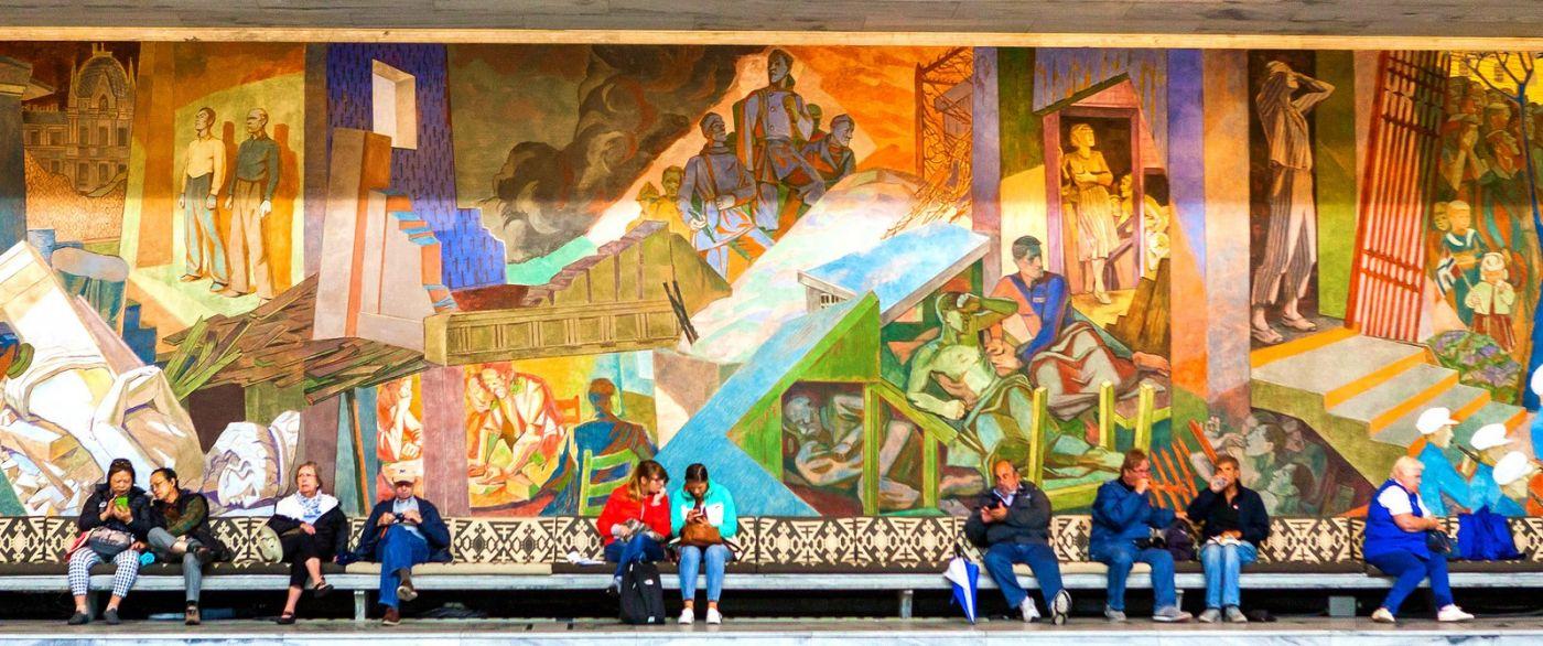挪威奥塞罗市政厅,四周的人文壁画_图1-2