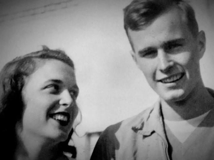 """高娓娓:最""""长情""""的美国总统,紧追老妻而逝,说说老布什70年的传奇婚史 ..._图1-5"""
