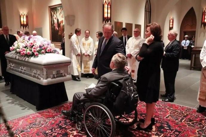 """高娓娓:最""""长情""""的美国总统,紧追老妻而逝,说说老布什70年的传奇婚史 ..._图1-8"""