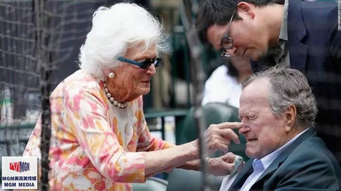 """高娓娓:最""""长情""""的美国总统,紧追老妻而逝,说说老布什70年的传奇婚史 ..._图1-9"""