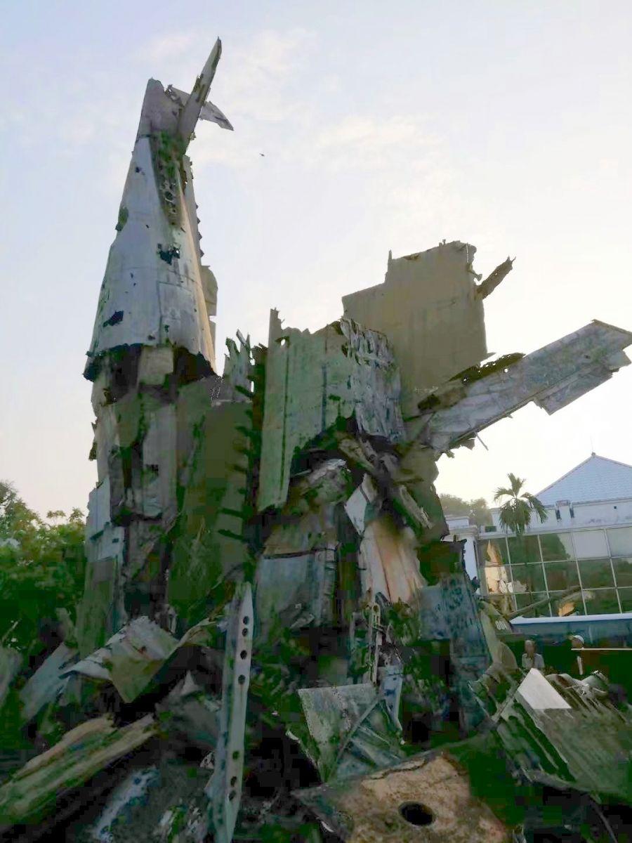 在越南军博下跪的美国大兵(图_图1-13