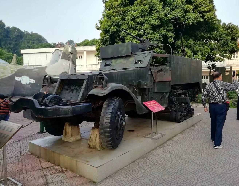 在越南军博下跪的美国大兵(图_图1-14