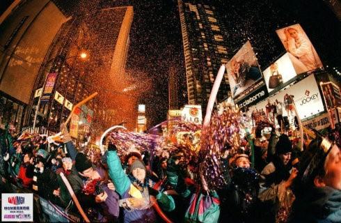 高娓娓:跨个年还得穿成人尿布,纽约时代广场新年派对囧事多! ..._图1-2