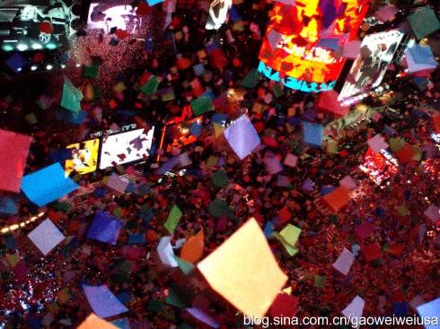 高娓娓:跨个年还得穿成人尿布,纽约时代广场新年派对囧事多! ..._图1-10