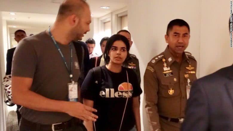 沙特逃亡少女拉哈芙已离开曼谷飞往加拿大 全球舆论密切关注的拉哈芙得救了 ..._图1-1