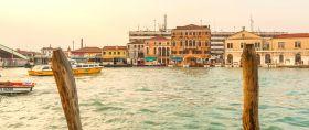 意大利威尼斯,坐船看岸景