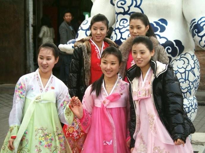 娶鲜族姑娘做老婆的惊人过程 朝鲜美女亲一口就算定下终身大事了 ..._图1-3