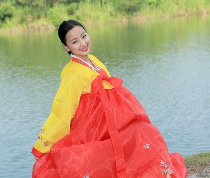 娶鲜族姑娘做老婆的惊人过程 朝鲜美女亲一口就算定下终身大事了 ..._图1-4