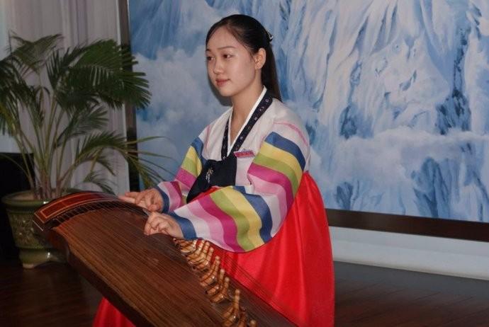 娶鲜族姑娘做老婆的惊人过程 朝鲜美女亲一口就算定下终身大事了 ..._图1-6