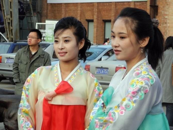 娶鲜族姑娘做老婆的惊人过程 朝鲜美女亲一口就算定下终身大事了 ..._图1-9