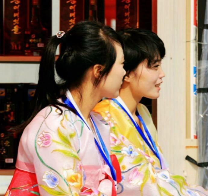 娶鲜族姑娘做老婆的惊人过程 朝鲜美女亲一口就算定下终身大事了 ..._图1-11